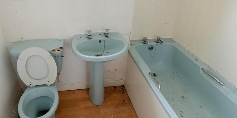 schimmel in badkamer of douche verwijderen oorzaken